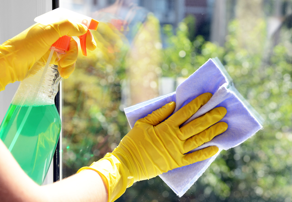 cleaning_window
